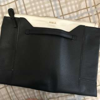 Furla clutch 手挽袋 可放A4 size black & white