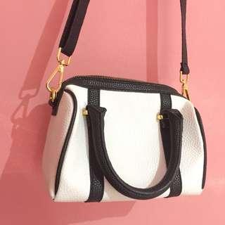 BLACK & WHITE SLING BAG