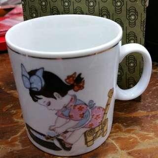 70年代文革白磁小女孩洗衣小茶杯7cm高