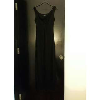Long black dress with twisted deisgn in front