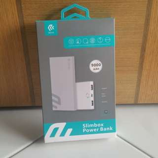 DEVIA portable charger