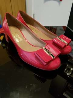 Salvatore Ferragamo pump red 40