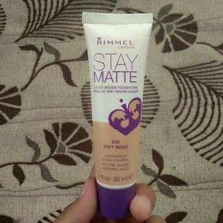 Rimmel Stay Matte Liquid Mousse Foundation (200 Soft Beige)