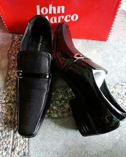 Sepatu pantople