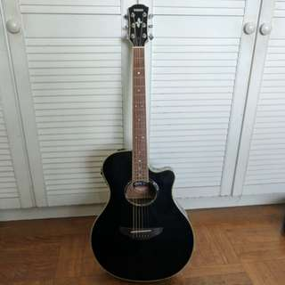 Yamaha APX 700 acoustic guitar
