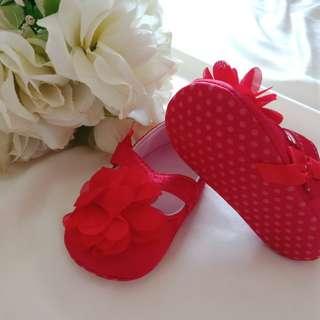 Sepatu anak pesta merah