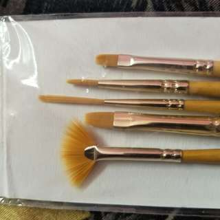 Gift: Free brush Daler Rowney simply gold taklon synthetic