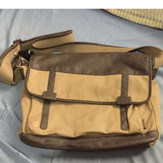 Esprit George Messenger Bag