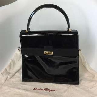 真品 近全新Salvatore Ferragamo elegant handbag 漆皮黑色高貴優雅手挽袋