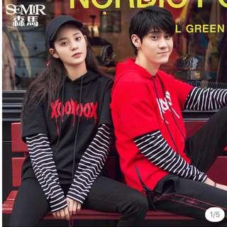 歐陽娜娜自家品牌XooNooX 黑/紅間條連帽情侶衛衣💕🙈