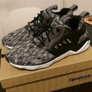 全新有盒 Reebok 休閒波鞋