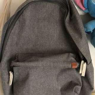 灰色背囊Backpack