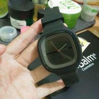 Jam hitam polos