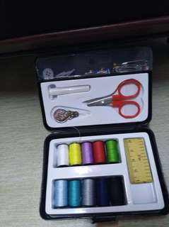 33 PIECE SET SEWING TOOL KIT