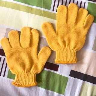 Yellow Gloves / Sarung Tangan