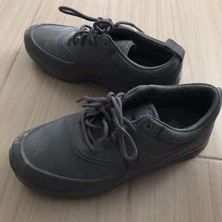 Nike 灰色波鞋 37.5