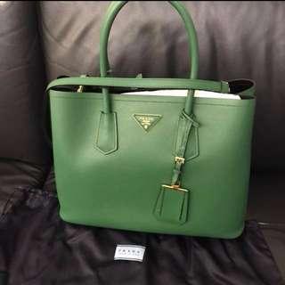 Prada saffiano cuir verde handbag shopping bag 綠色手挽袋 側咩 可上膊 有長帶原價23000 (used) 番工OL 可議價 !!!照價🈹 有單