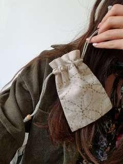 虛線 刺繡 小索袋 麻布