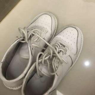 白色紳士鞋