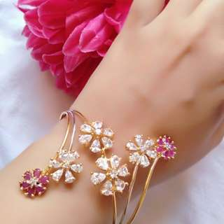 Fancy design bangle