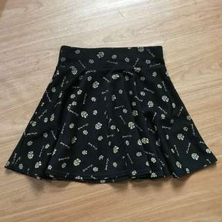 SALES 💛 Rose Floral Print Black Skater Skirt