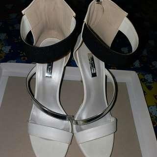Sepatu high heels VNC