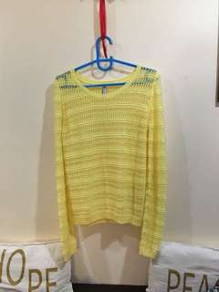 Yellow knitted long sleeves