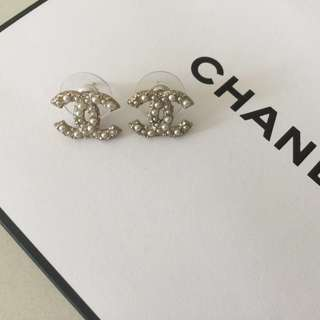 ✨New Chanel CC logo earrings✨