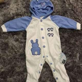 Baby jumper dengan hoodie