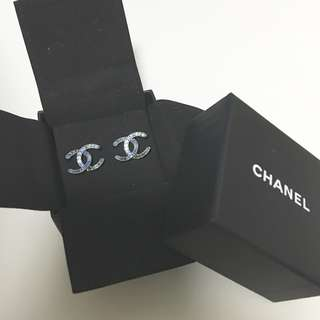 🌻 Authentic Chanel blue earrings 2016 F/W