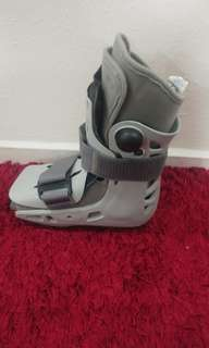 Aircrast (walking boot)
