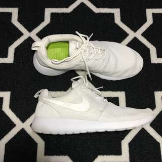 NIKE ROSHE RUN TRIPLE WHITE