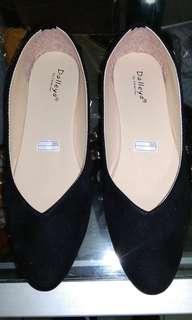 Sepatu slob wanita