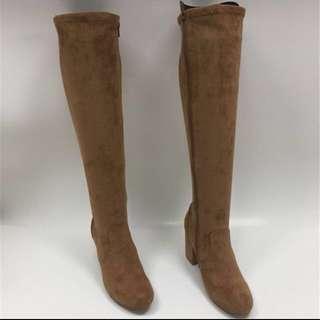 Boots knees length. Chunky heels
