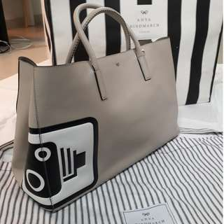 (AUTHENTIC) Anya Hindmarch Maxi Speed Camera Featherweight Ebury Tote Bag