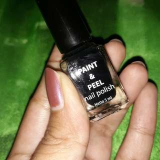 Paint & Peel nail polish