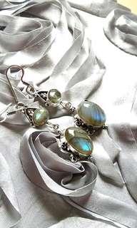 Beautiful Labradorite Dangling Earrings. Set in 925 Silver.