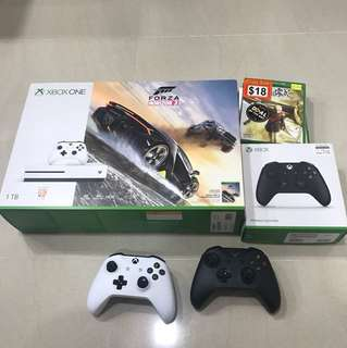 Xbox One 1 TB with 2 controller