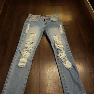 Ripped Jeans 28