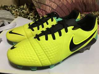 Nike CTR360 Maestri III soccer/football shoes- size 9 US