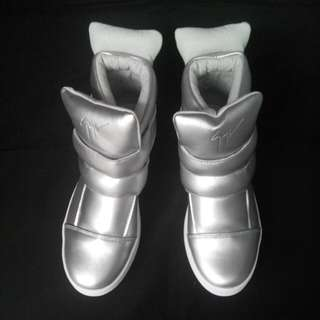 Colette High Sneakers In Silver Size 40 fit 39
