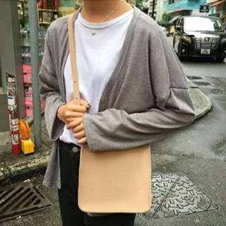 卡其側背包