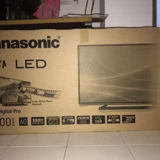 Panasonic VIERA TH-40C400S 40 Inch Full HD LED TV Narrow Bezel Design