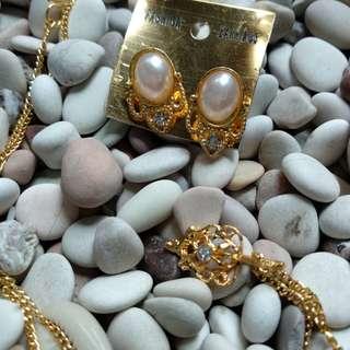 Perhiasan set..