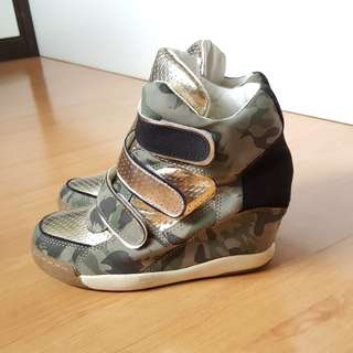 Camo Printed Wedges / Shoe