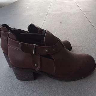 🚚 Blackvin 酒紅色短靴