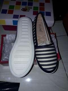Sepatu fladeo size 35