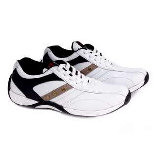 Sepatu Futsal Pria Garucci GDA 068