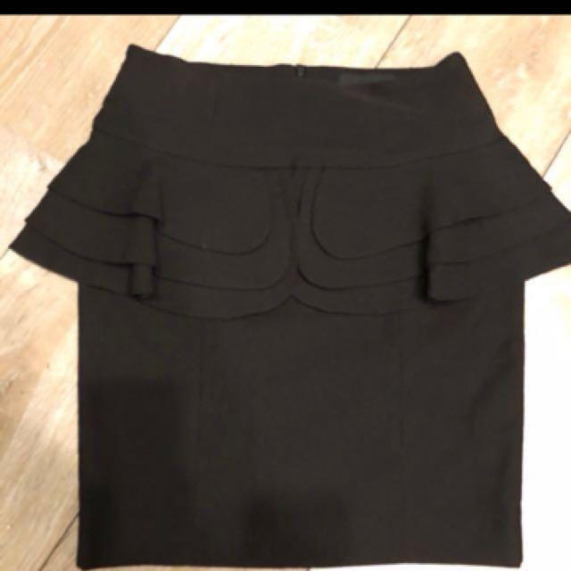 韓版顯瘦波浪裝飾黑裙