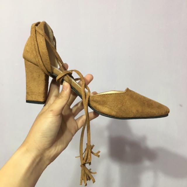 氣質尖頭交叉綁帶粗跟低跟鞋